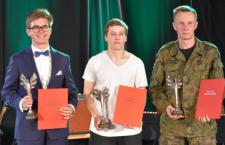 Powiat nagradza talenty z krzeszowickich szkół. Trzech uczniów ze stypendium