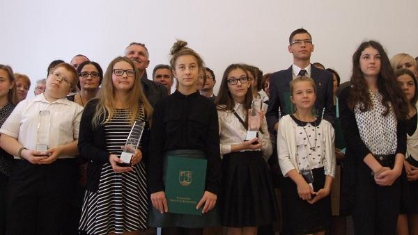 Gmina nagrodziła uczniów. Najwięcej stypendystów wśród absolwentów krzeszowickiej podstawówki