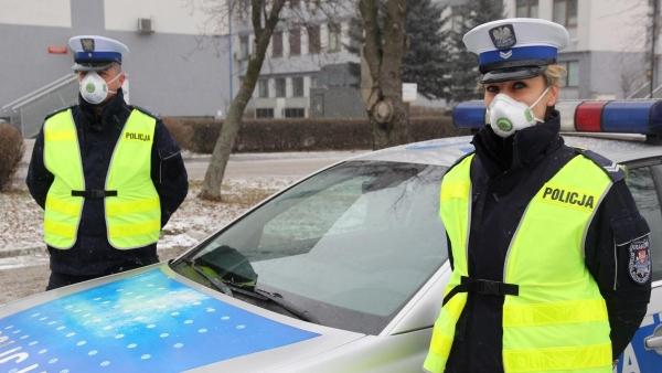 Krzeszowiccy policjanci dostali maski antysmogowe