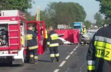 Śmiertelny wypadek w Nawojowej Górze. Policja kierowała na objazdy