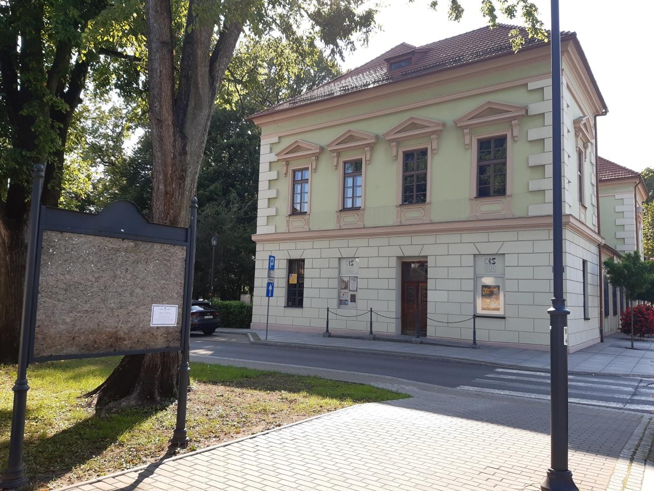 krzeszowice_laweczka_konarski2